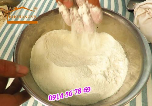 Bột gạo được xay ra từ máy xay bột khô 3A2,2KW